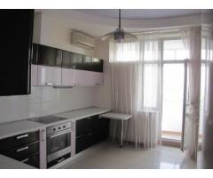Продам 4-х комнатную квартиру на бульваре Л. Украинки